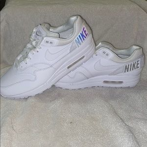 NWT NIKE AIR MAX 1 - 100 - WHITE VELCRO WOMENS 9.5